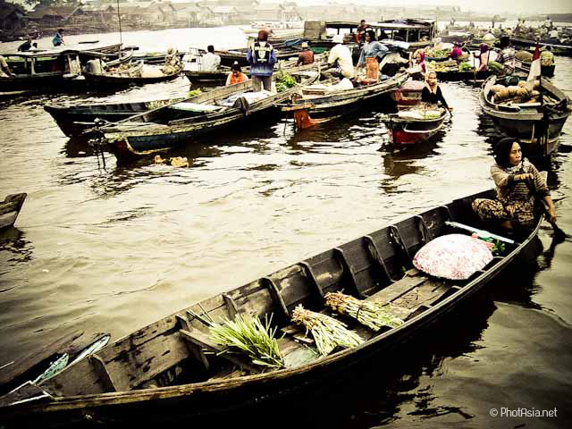 Benjamasin floating market, Sulawesi, Indonesia