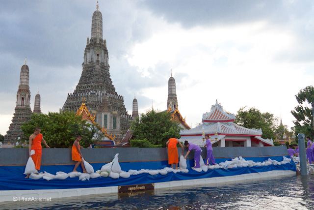Monks try to protect Wat Arun from floods. Bangkok. 27 OCT 2011